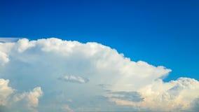 De klem van de tijdtijdspanne van witte wolken stock video