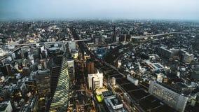 de klem van de de filmfilm van 4k Timelapse van van het de stadscentrum van Nagoya de zonsondergangdag aan nachtovergang met auto stock footage