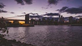 de klem van de de filmfilm van 4k Timelapse van de Stad Manhattan, dag van New York aan nachtovergang met financiële districtshor stock footage