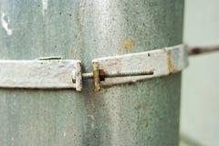 De klem van de metaalslang met bout en noot stock foto