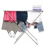De kleren die rek met schone kleren drogen stapelen handdoeken stock afbeeldingen