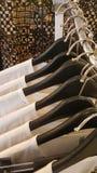 De kleren in de opslag Stock Fotografie