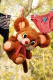 De kleren van de baby, zacht speelgoed. Het drogen na was Royalty-vrije Stock Foto