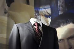 De kleren van de de detailhandelvertoning van de kleding voor verkoop Royalty-vrije Stock Foto