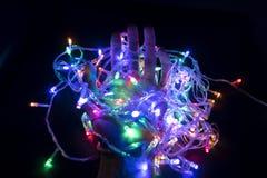 De kleur van het opvlammende licht in de hand die lichte bu houden royalty-vrije stock foto