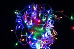 De kleur van het opvlammende licht in de hand die lichte bu houden royalty-vrije stock afbeeldingen