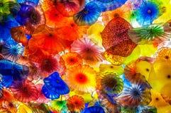 De kleuren en de patronen van het Chihulyglas Stock Afbeeldingen