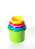 De kleuren speelgoed-piramide van het kinderdagverblijf, op wit Royalty-vrije Stock Fotografie