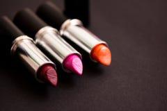 De kleuren van de lippenstift, essentiële make-up Stock Foto