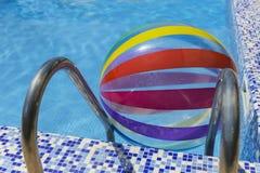 De kleuren van de poolbal stock afbeeldingen