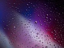 De kleuren van het van achtergrond waterdalingen de ruimteregenboog regenglas Stock Foto