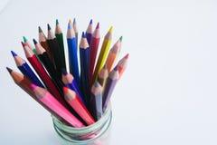 De kleuren worden gegroepeerd op een witte achtergrond stock afbeelding