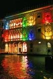 De kleurenlichten van de nacht van Venetië Stock Foto