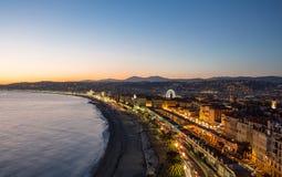 De kleurenlichten van Promenade des Anglais 's nachts Nice Frankrijk Stock Afbeeldingen