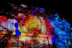 De kleurenplonsen bij 195 Piccadilly tonen door NOVAK Stock Foto's