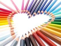 De kleurpotloden tonen hart-vorm Stock Foto's