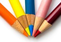 De kleurpotloden traden samen bij het uiteinde toe Stock Afbeelding