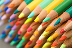 De kleurpotloden van het potlood - punten - smalle DOF Royalty-vrije Stock Foto
