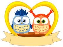 De kleurrijke affiche van de valentijnskaartdag met jong uilpaar Royalty-vrije Stock Foto