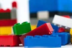 De kleurrijke bakstenen van de spelbouw royalty-vrije stock afbeelding