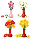 De kleurrijke bloemen van de lente en van de zomer in vazen Stock Afbeelding