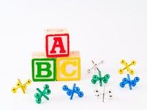 De kleurrijke Blokken ABC van het Alfabet en Hefbomen Royalty-vrije Stock Afbeeldingen