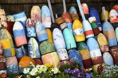De kleurrijke Boeien van de Zeekreeft van Maine Stock Foto's