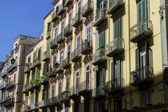 De kleurrijke bouw in Napels, Italië Stock Afbeeldingen