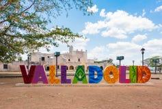 De kleurrijke brieven vormen het teken van Valladolid op een zonnige dag in Valladolid, Y royalty-vrije stock afbeeldingen