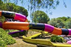 De kleurrijke dia's van het waterpark Stock Foto