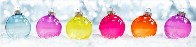 De kleurrijke doorzichtige snuisterijen van Kerstmis Royalty-vrije Stock Afbeelding