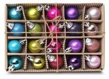 De kleurrijke doos van Kerstmisballen Stock Foto