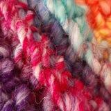 De kleurrijke draad van de regenboogwol breit royalty-vrije stock fotografie