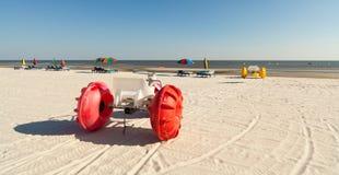De kleurrijke Driewielers van het Water van het Strand stock afbeelding