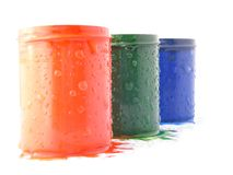 De kleurrijke emmers van de kunstenaarsverf Stock Foto