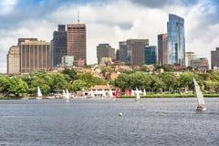 De kleurrijke en trillende Horizon van Boston tijdens de zomerdag Stock Foto's