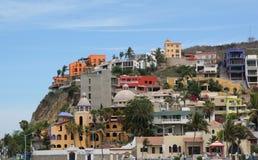 De kleurrijke Flatgebouwen met koopflats van de Heuveltop Stock Fotografie