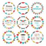 De kleurrijke Gelukkige Halloween-geplaatste emblemen van het cirkelpatroon Stock Afbeelding