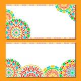 De kleurrijke grens van cirkels bloemenmandala in groen en oranje op wit, twee geplaatste kaarten, vector Stock Afbeelding