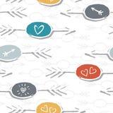 De kleurrijke hand getrokken pijl vormde etiketten met het patroon van liefdetekens op wit Royalty-vrije Stock Foto