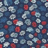 De kleurrijke hand getrokken vectorlelies silhouetteert naadloos patroon in rode en blauwe kleuren op donkere marineachtergrond royalty-vrije illustratie