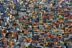De kleurrijke huizen van de krottenwijk op een heuvel in Izmir Royalty-vrije Stock Foto