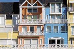 De kleurrijke huizen van Normandië royalty-vrije stock afbeelding
