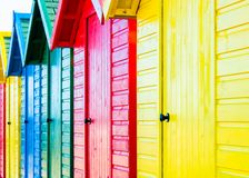 De kleurrijke Hutten van het Strand Stock Afbeelding