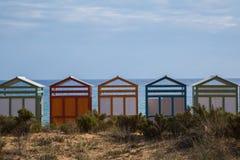 De kleurrijke Hutten van het Strand Stock Foto