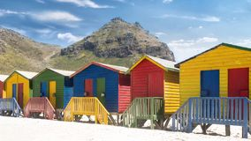 De kleurrijke Hutten van het Strand stock video