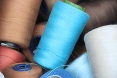 De kleurrijke Kegels van het Garen Stock Afbeeldingen