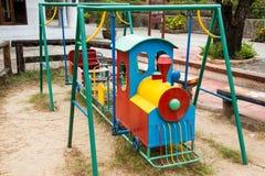 De kleurrijke kinderen leiden in speelplaats op Speelgoed voor illustratie children Royalty-vrije Stock Foto