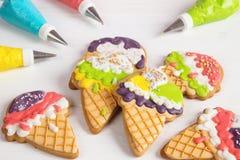 De kleurrijke koekjes van het de vormsuikerglazuur van de roomijskegel Royalty-vrije Stock Foto