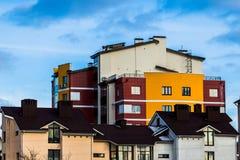 De kleurrijke laag-stijgingsbouw Royalty-vrije Stock Afbeelding